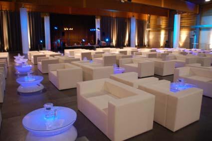 EVENTOPOLIS installiert für Ihre Business-Events edle Loungemöbel